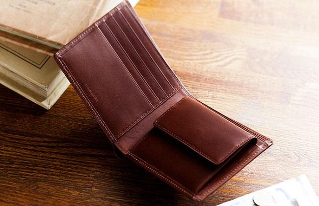 パティーナ2つ折り財布