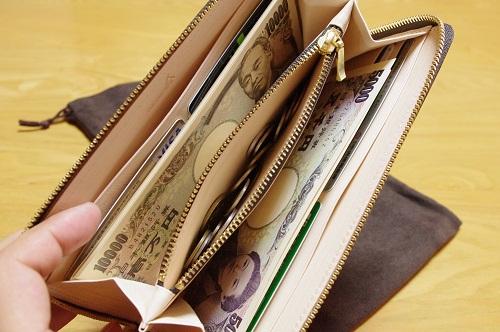小銭入れ付きの長財布